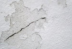 Fissuras superficiais em paredes